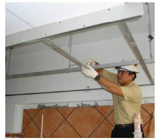 Thi công phần khung xương chính ( thanh dọc ) - thi công trần thạch cao