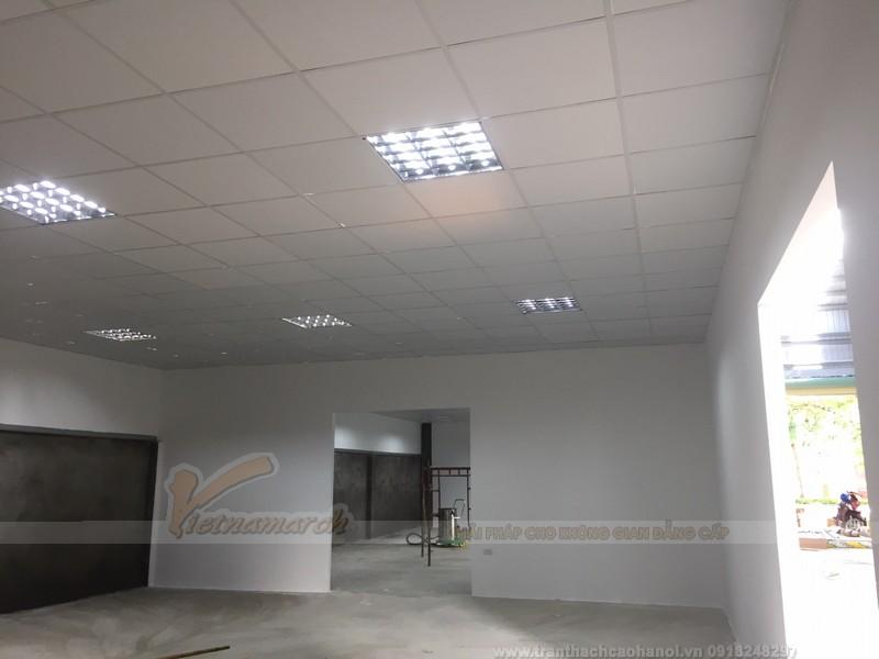 Hệ thống đèn led panel bố trí trên trần nhà hài hòa tạo đủ ánh sáng cho nhà xưởng